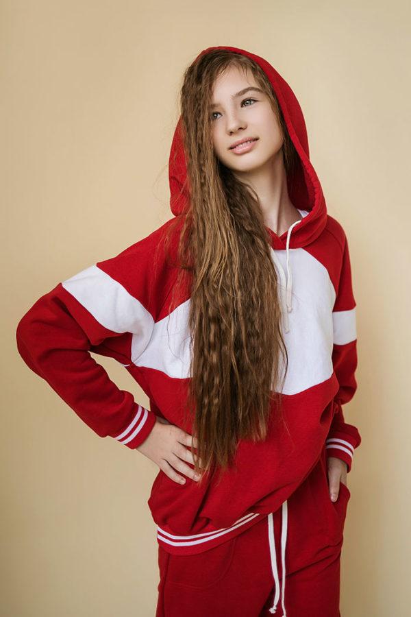 Красный свитшот на девочку
