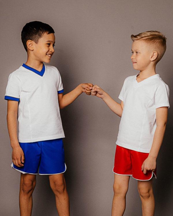 спортивную одежду для команды