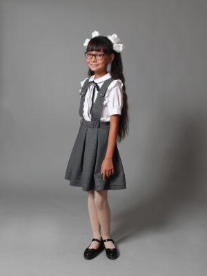 Стильная школьница