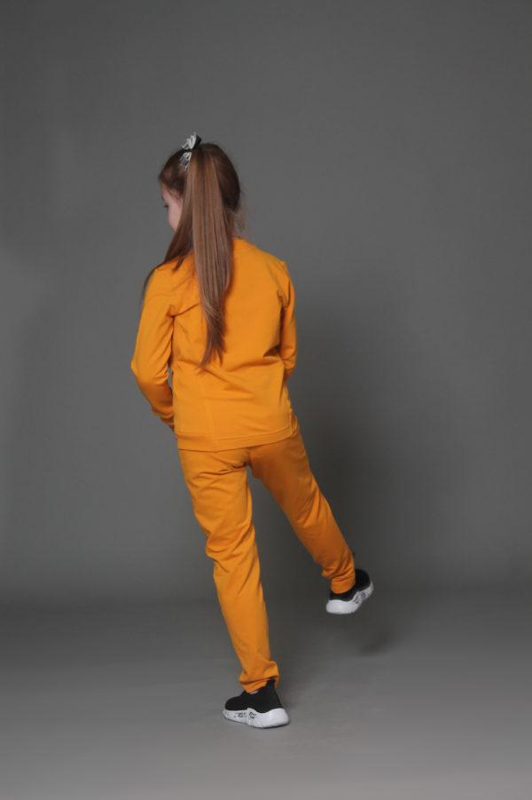 Удобный костюм для девочки